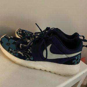 Nike Roshe sneakers in floral